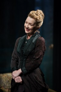 Lesley Manville (Helene)